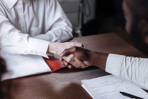 4 choses les plus importantes à faire avant de signer tout contrat avec votre employeur
